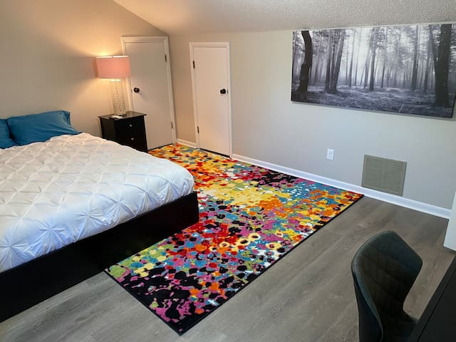 Clean new room located near hospitals and shopping