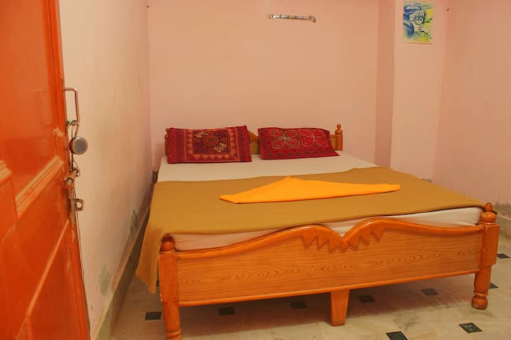 Cozy, Private budget room in Jaisalmer Fort!