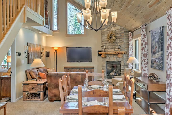 Luxe Cabin: 2 King Master Suites on Shuttle Route