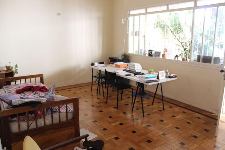 Quarto em casa agradável e aconchegante / BikeRoom - Belo Horizonte - Casa