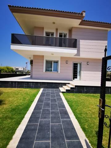 Cesme  3+1 Villa , Denize  (Meer) Ali Bostan Plaji