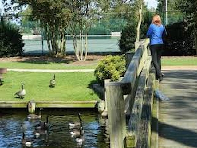 portsmouth city park located within one mile walk or ride