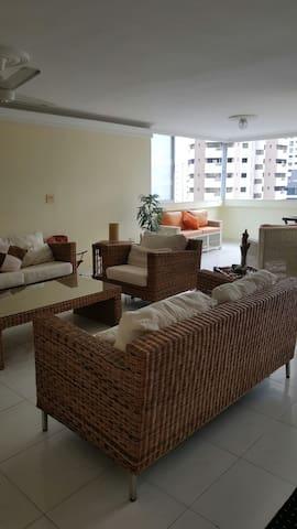 BIG APARTMENT IN THE MOST CONVENIENT NEIGHBOURHOOD - Cartagena - Apartamento