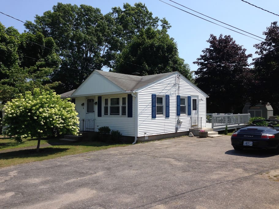 Great summer cottage near beaches houses for rent in for Rhode island bath house