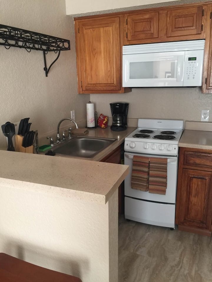 Beautiful Full furnished studio with W/D 60-302