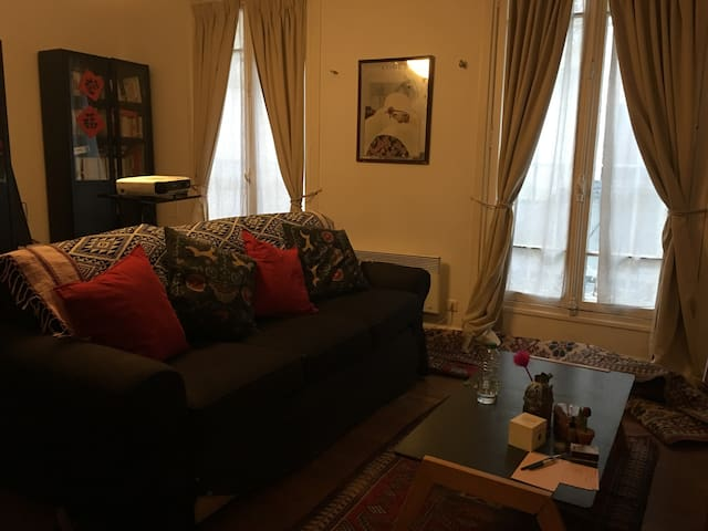 Spacious room in the heart of Paris