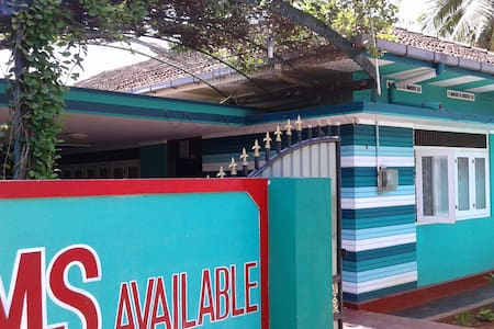 Green Inn 1 double + 1 single no AC room - Jaffna