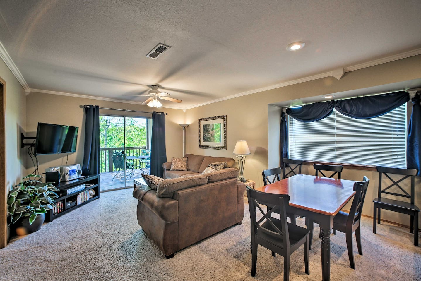 This 2-bedroom, 2-bath condo is perfect for 6.