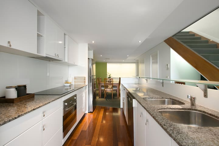 Modern Brisbane City Penthouse - Location Location - Spring Hill - Townhouse