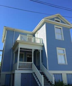 "Historic ""Addie Blue"" close to Seawall and Strand - Galveston - 独立屋"