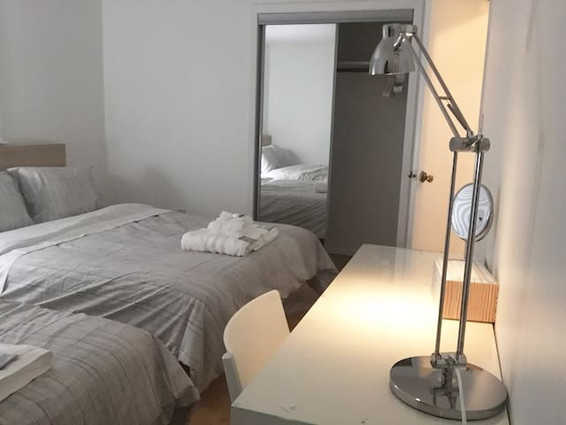 829-2C Private Bedroom 25 Mins to Time Square NYC