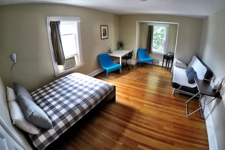 Spacious Bedroom at Family Home - Boston