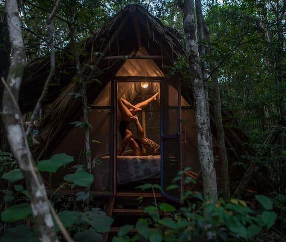 Jungle Eco Hut #5 - Mayan Chin Hut (Queen Bed)