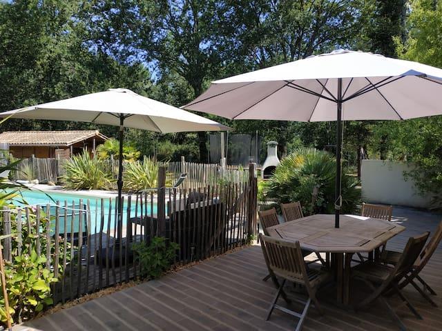 Belle villa avec piscine dans un cadre exotique