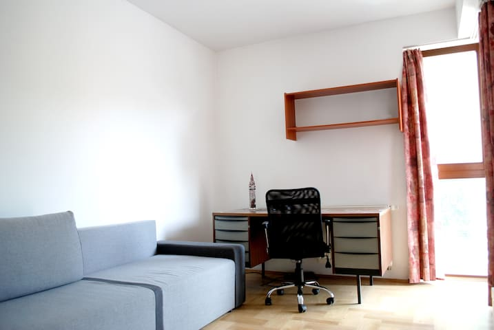 Cozy room,  green TERRACE,18min walk to Old Town