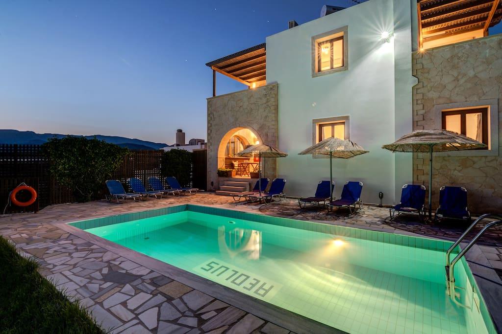 Aeolus 5 bedroom villa with private pool
