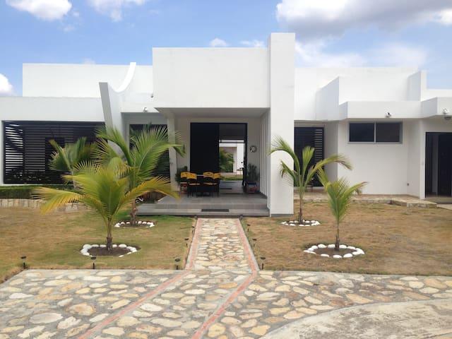 Casa descanso mejor clima del mundo - Apulo - House