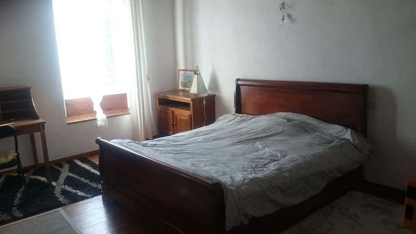 Chambre de 18 m2 proche du piémont; 5 min de Foix.