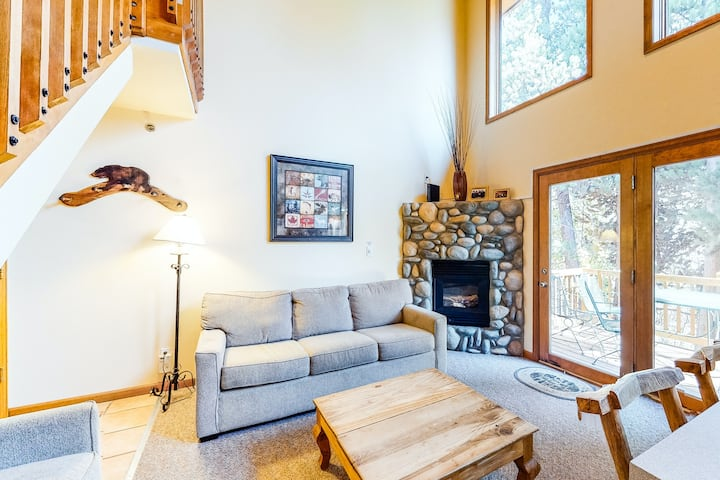 Airy & bright retreat w/ private balcony, great location, & gas fireplace!