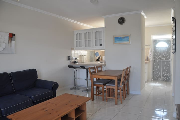 Tamia  Town House Christ Church - Long Bay - Apartament