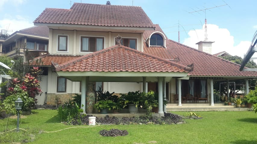 Great deal !! Deluxe and Private Villa Cisarua