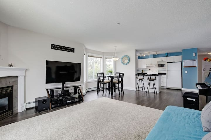 Charming Condo 10 minutes from Airport