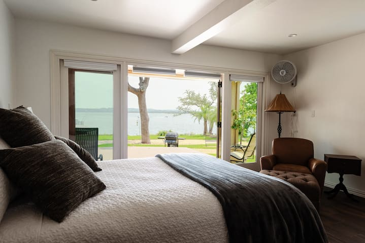 Comfy master bedroom with queen bed and fantastic views.
