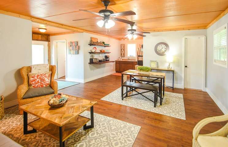 Latitude Adjustment - 3 bedrooms 2 baths sleeps 6