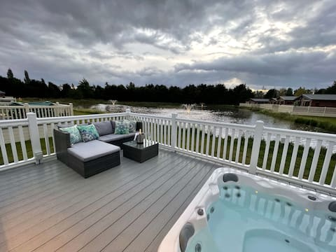 Lakeview Winter Lodge with Hot Tub
