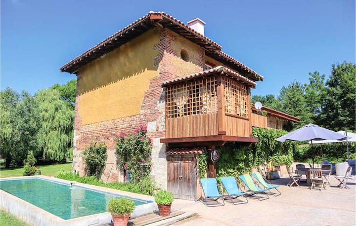 Villa with 5 bedrooms in Saint-Paul-de-Varax, with private pool, furnished garden and WiFi