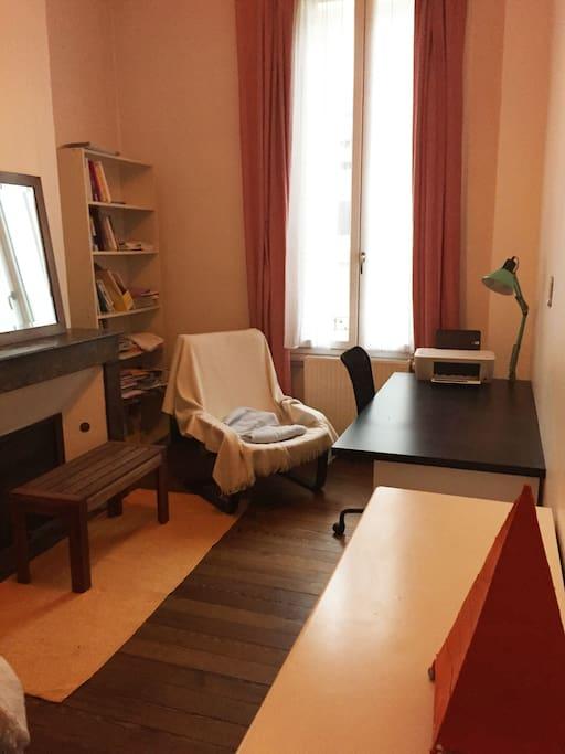 Grande chambre au centre de bordeaux maisons louer for Chambre a louer bordeaux