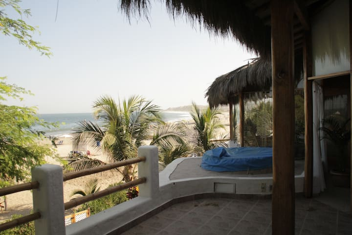 Beautiful Beach Front Home in Punta Sal - Punta Sal - Talo