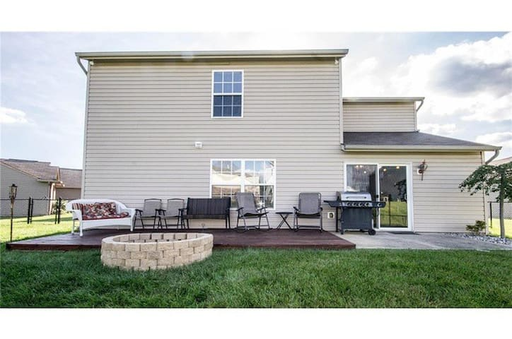 Near Airport, Downtown, Speedway, & 8min from 465 - Indianapolis - House