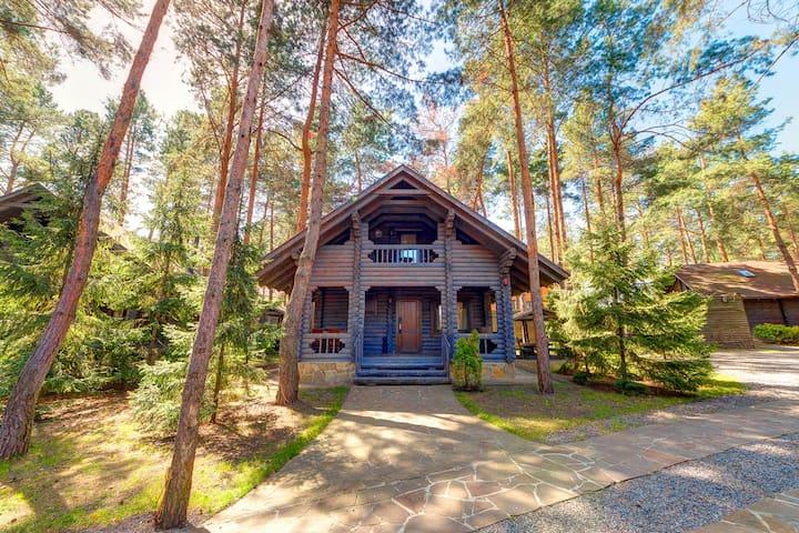 Личный отдельный деревянный современный дом.