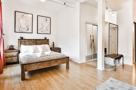 Luxurious Montreal Downtown Loft !