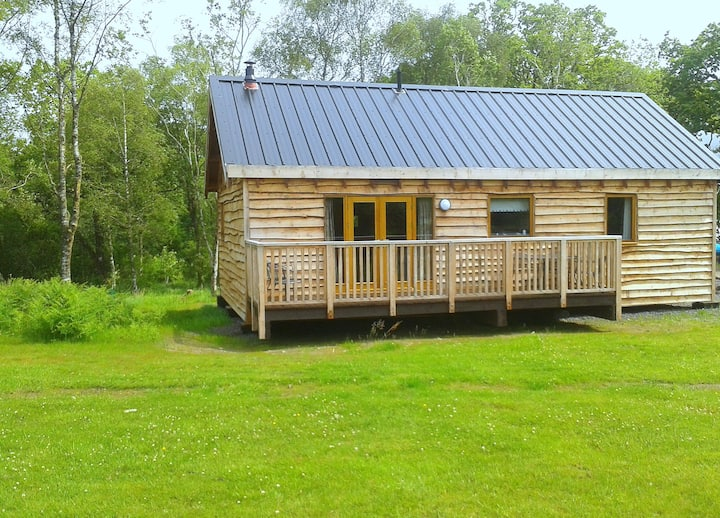 Onida Log Cabin, close to Loch shore.
