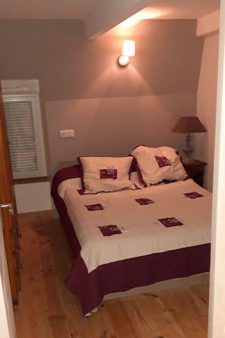 Chambre 2 etage lit 140