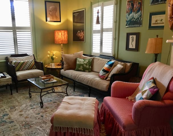 Cheerful, Artsy 2BR Condo with Library! SVR-00643