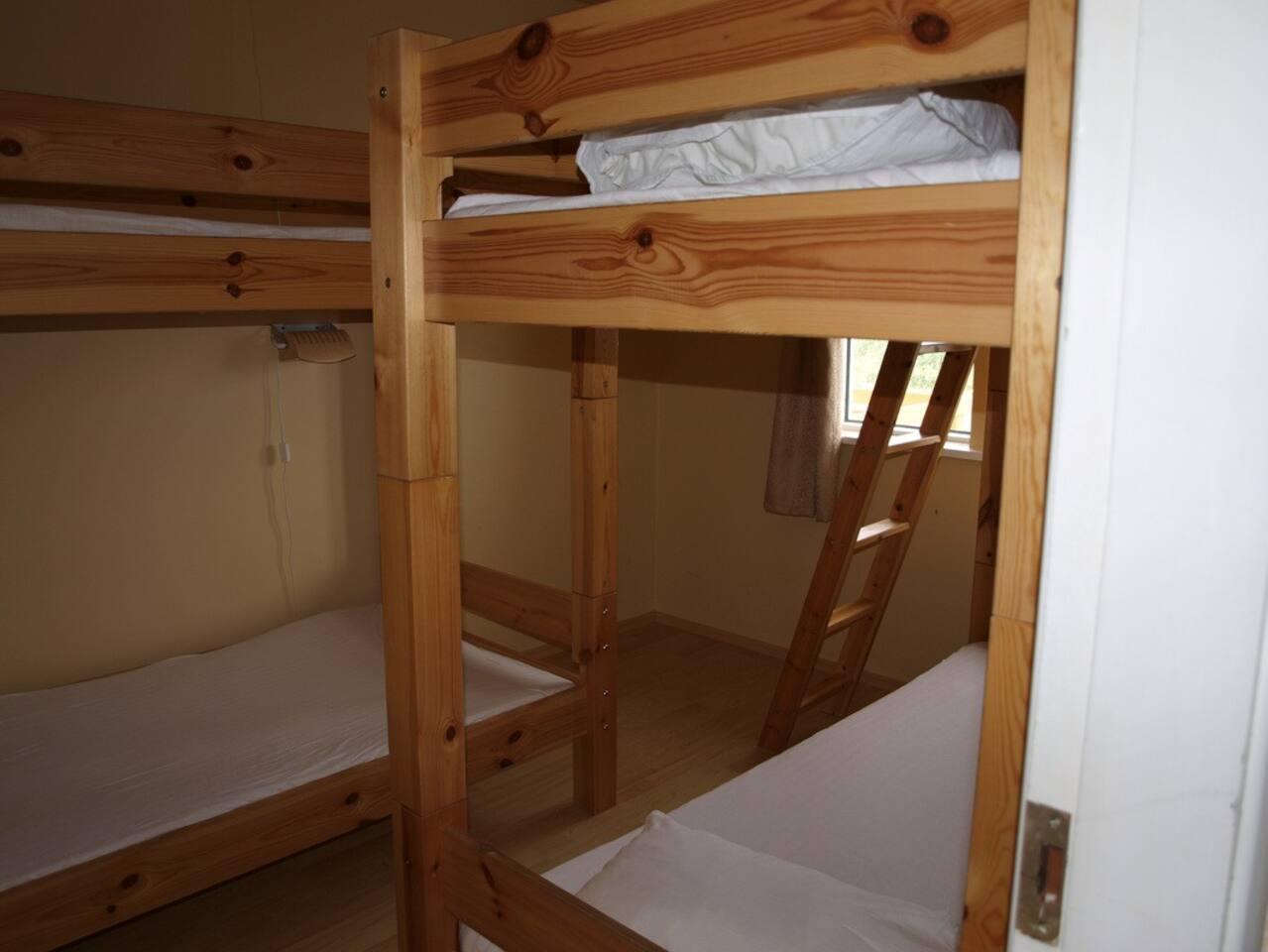 second bedroom, bunkbeds 4p