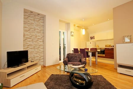 Modern apartment in old city center - Byt