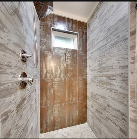 Large spa like shower with rain shower head and river rock floor