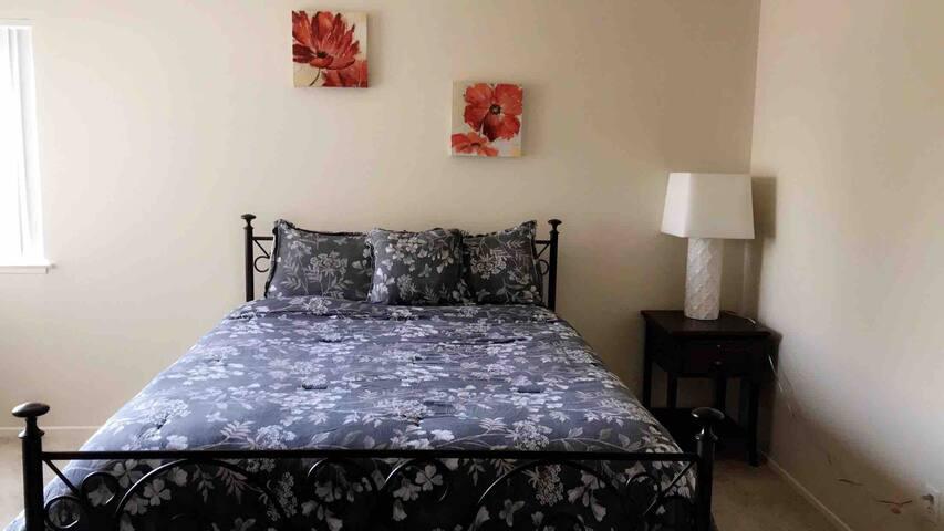 Private bedroom & bathroom in Pleasanton