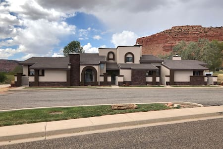 C. C. Townhome & OffroadTours &Hot tub #246 2bd2ba
