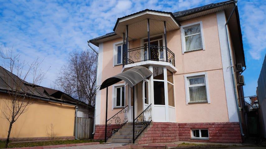 Guest House Visit - Almaty - Bed & Breakfast