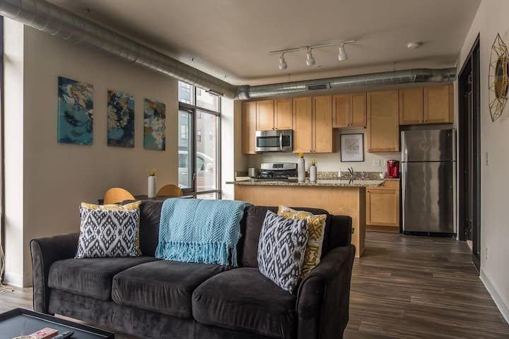 Simple 1BR Apt near Downtown