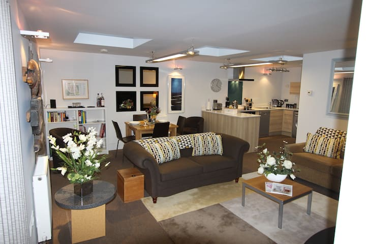 Contemporary Open Plan Village Setting - Henfield - Hus