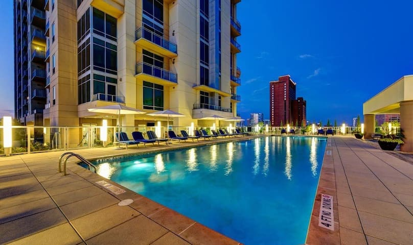 Affordable luxury Stay! Uptown/ Galleria