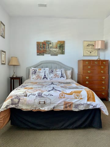 """Furnished """"London"""" Room 4 Working Professional."""