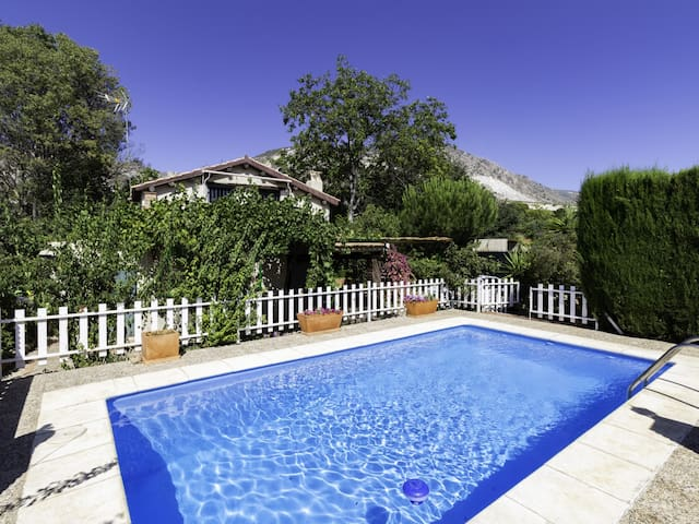 Cottage with pool and large garden