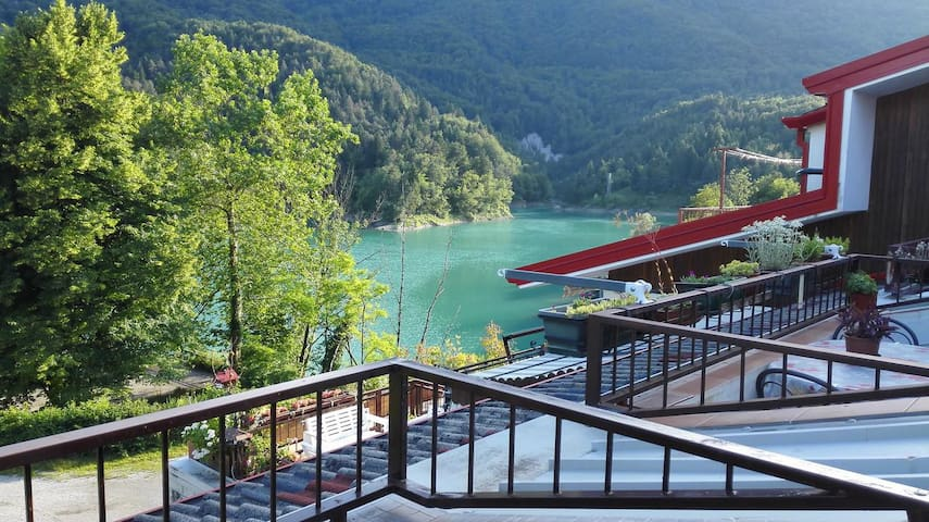 Splendido appartamento sul lago di Verzegnis